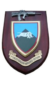 1st UK Armoured Division Regiment + Pewter SA80 Military Wall Plaque